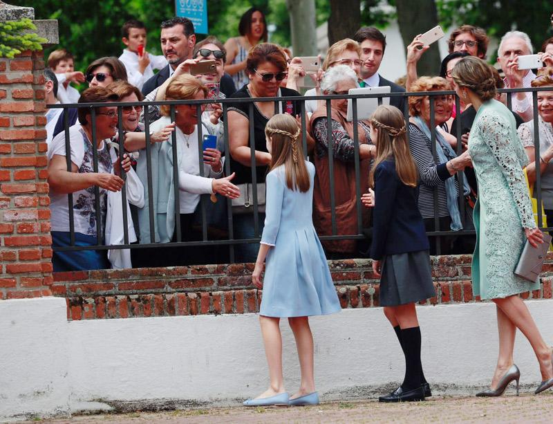 La infanta Sofia Comunión: La celebración será en la parroquia Asunción de Nuestra Señora, en Aravaca - Página 3 Sofia-junco19-a