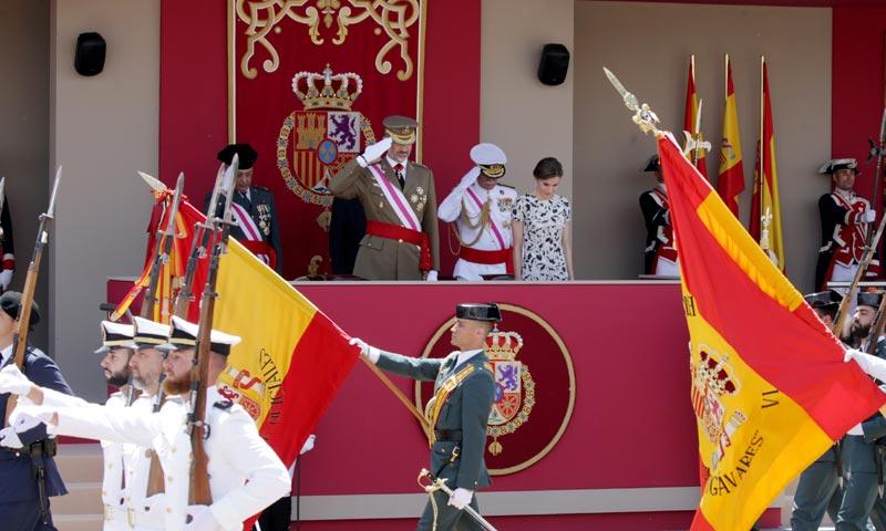 Aplausos a los Reyes en el desfile de las Fuerzas Armadas celebrado en Guadalajara
