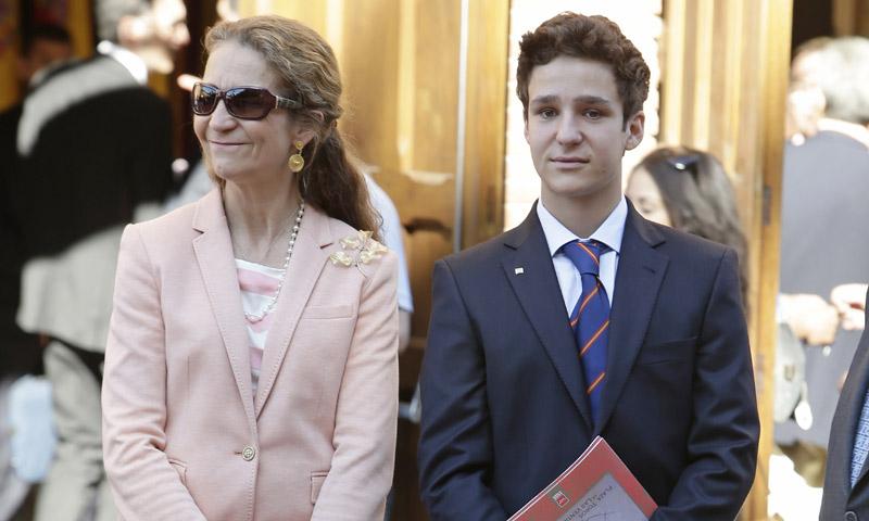 Arropado por su familia y con baño en el lago incluido: así fue la graduación de Felipe de Marichalar