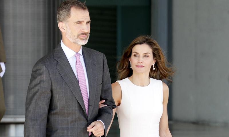 Don Felipe y doña Letizia ponen rumbo al Reino Unido