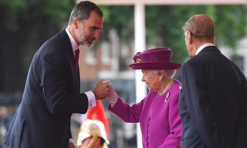Isabel II concede al rey Felipe la máxima distinción del Reino Unido