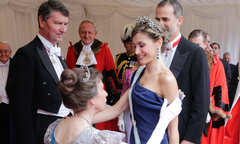 En vídeo: De la Abadía de Westminster a la 'City' pasando por Downing Street, el segundo día de los Reyes en el Reino Unido