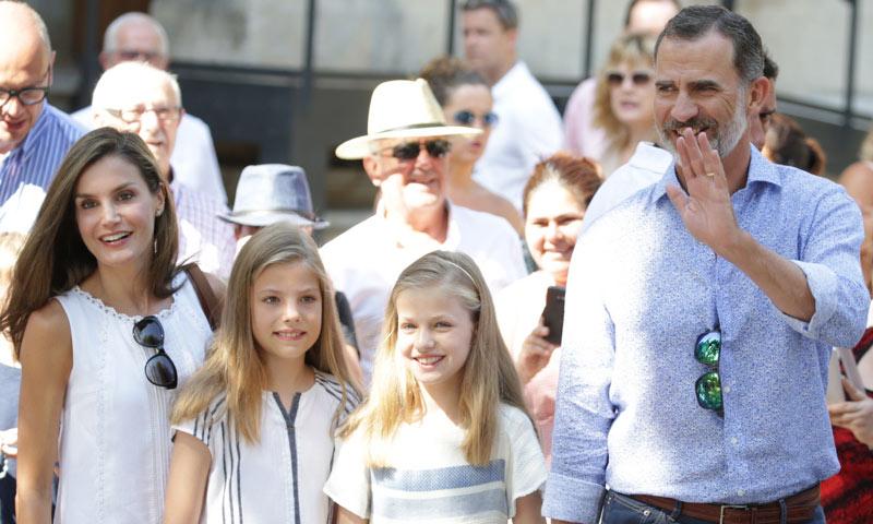 Los Reyes y sus hijas, mañana cultural como despedida de sus vacaciones en Mallorca