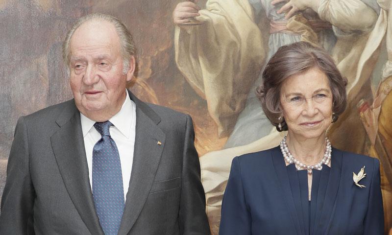 Los reyes Juan Carlos y Sofía entregan juntos la medalla de la Real Academia de Bellas Artes de San Fernando