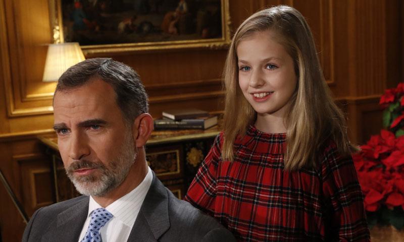 Felipe VI impone el Toisón de Oro a la princesa Leonor