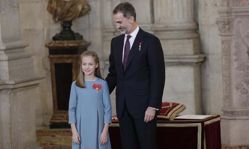 Guiños familiares y momentos emotivos, la princesa Leonor recibe el Toisón de Oro de manos de Felipe VI