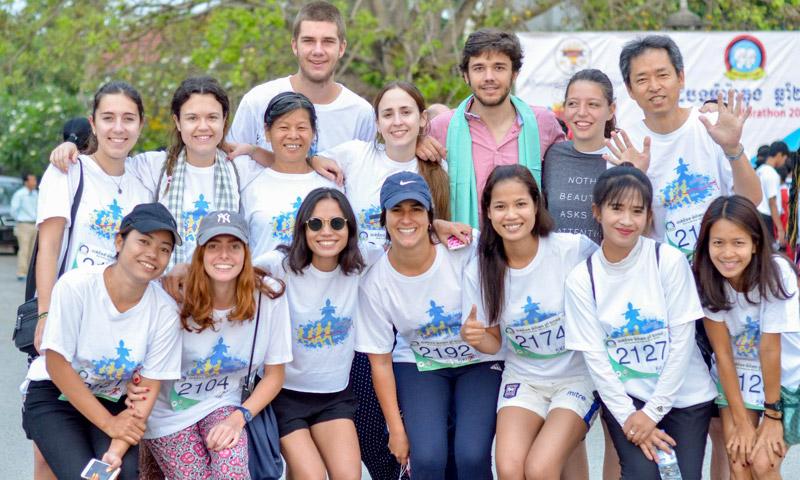 Las primeras fotos de Juan Valentín como voluntario en Camboya