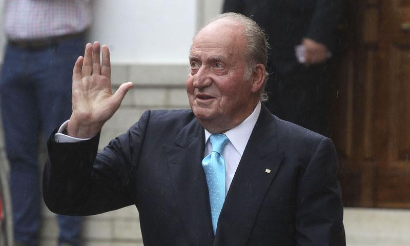 El rey Juan Carlos ingresa en el hospital para ser operado de la rodilla