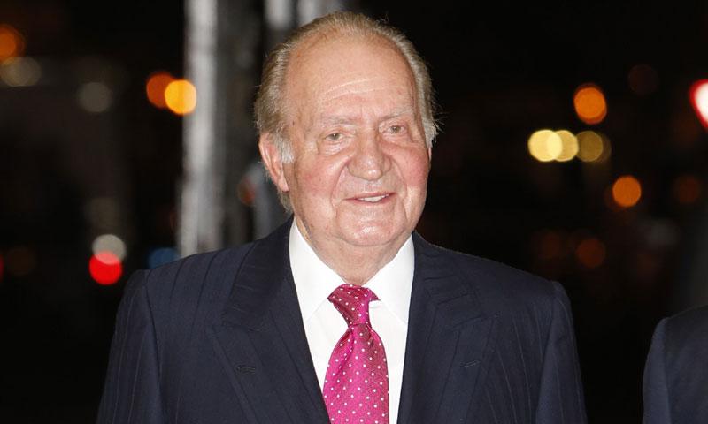 El rey Juan Carlos, operado de la rodilla con éxito