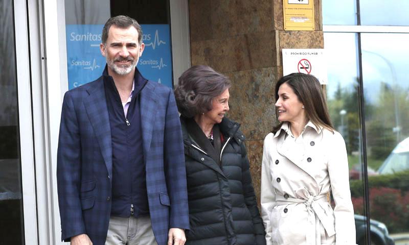 La reina Letizia y la reina Sofía visitan juntas a don Juan Carlos tras el polémico vídeo en Palma