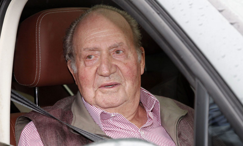 Las bromas del rey Juan Carlos al salir del hospital: 'Los cien metros no sé si los podré hacer'