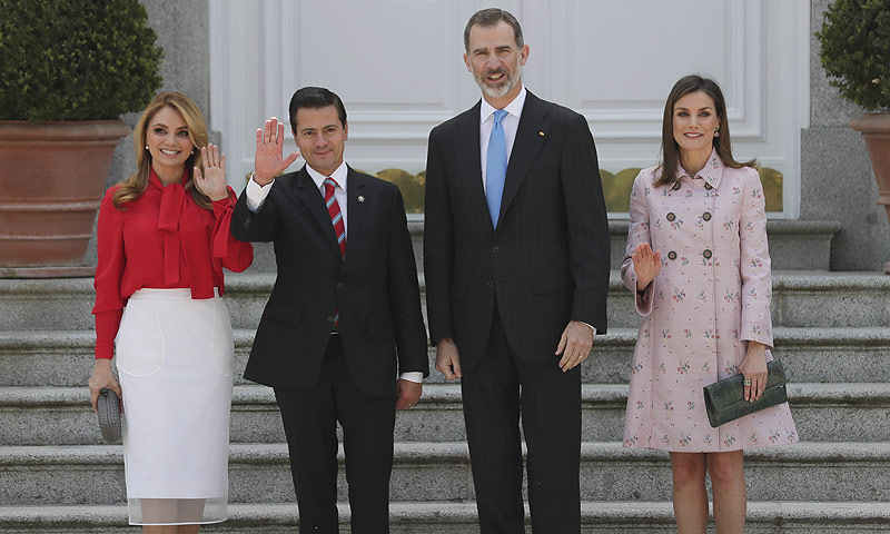 Los Reyes reciben con el cariño de siempre al presidente Enrique Peña Nieto y Angélica Rivera