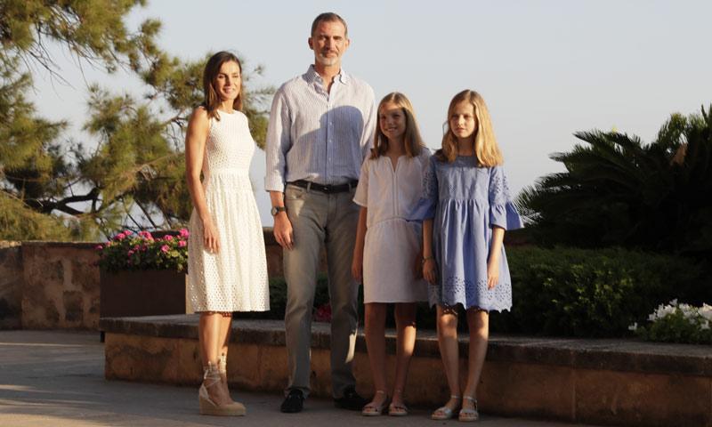 El rey Felipe, tras confirmarse la ausencia de don Juan Carlos en Mallorca: 'Está fastidiado'