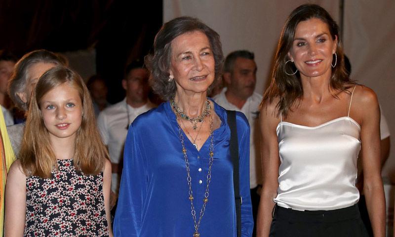 En vídeo: así fue la velada de concierto de los Reyes, sus hijas, la reina Sofía y la infanta Elena