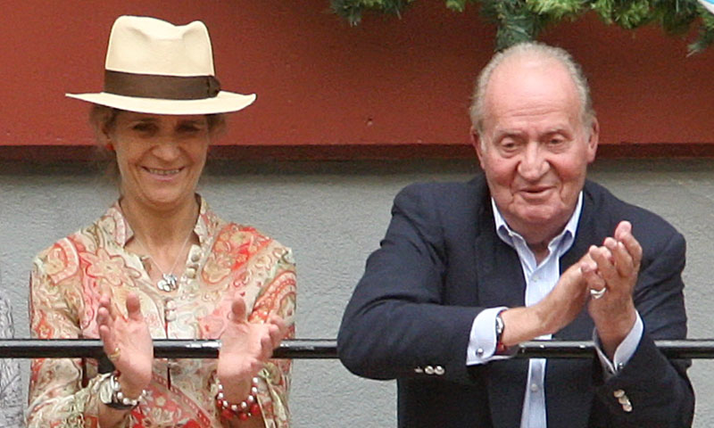 La razón que ha llevado a don Juan Carlos a reaparecer en San Sebastián junto a su hija, la infanta Elena