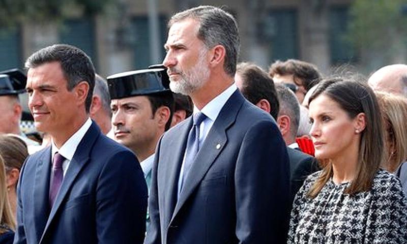 https://www.hola.com/imagenes/realeza/casa_espanola/20180817128595/reyes-felipe-letizia-barcelona/0-593-74/reyes-bcn-tw-t.jpg