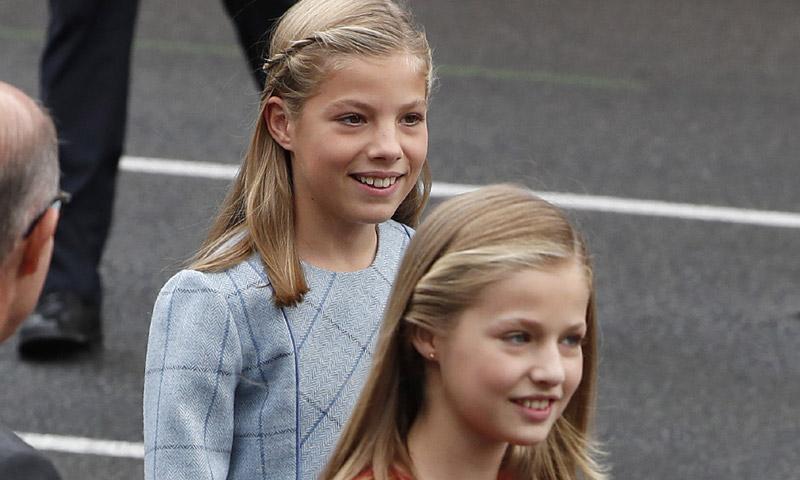 Así de sonriente y satisfecha vimos a la infanta Sofía el día que Leonor ejerció como Princesa en la Fiesta Nacional