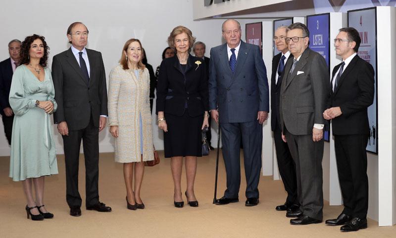 Don Juan Carlos y Doña Sofía inauguran una exposición sobre los 40 años de democracia