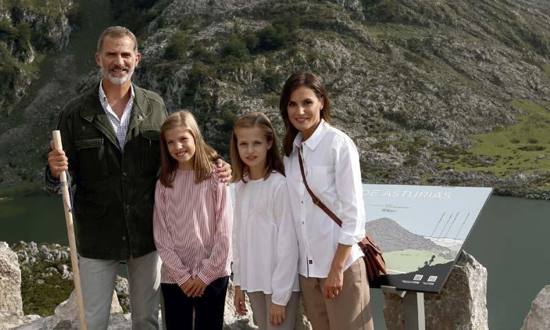 Los Reyes y sus hijas felicitan la Navidad con una imagen de lo más significativa