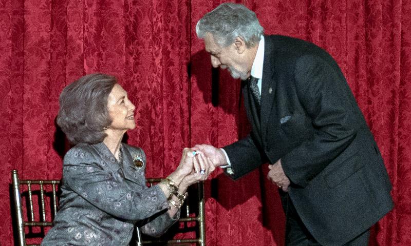 La reina Sofía viaja hasta Nueva York para entregar un premio a su 'buen amigo' Plácido Domingo
