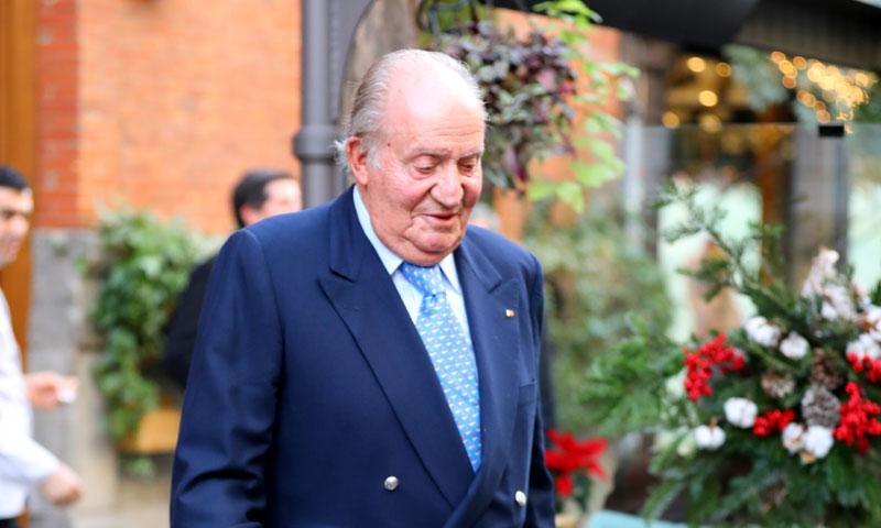 Don Juan Carlos disfruta de una comida de Navidad con amigos
