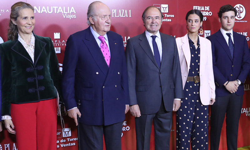 Con un pequeño moratón, su hija mayor y dos de sus nietos: don Juan Carlos acude a Las Ventas