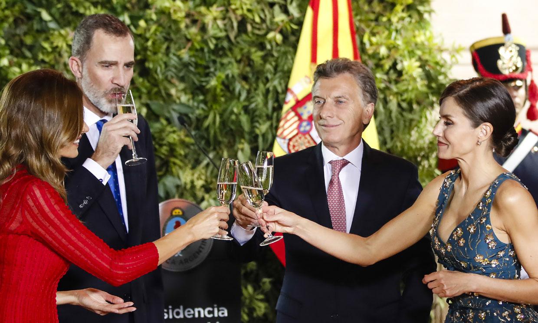 El matrimonio Macri ofrece una cena de gala a los Reyes con Valeria Mazza, Mario Vargas Llosa y Pimpinela como invitados