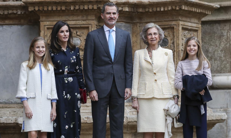 Los Reyes y sus hijas asisten a la tradicional Misa de Pascua acompañados de Doña Sofía