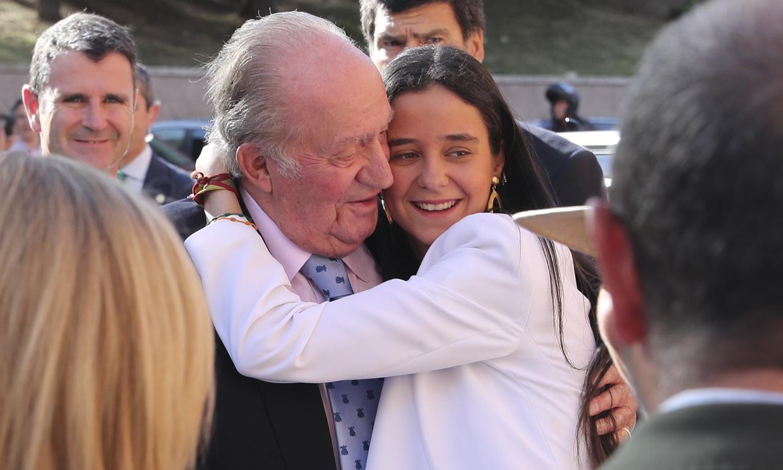 El tierno abrazo de Victoria Federica a don Juan Carlos en Las Ventas