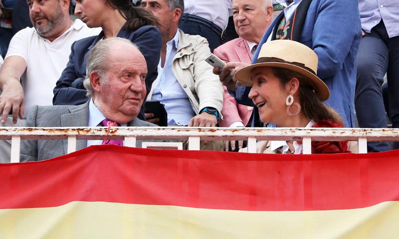 El motivo por el que don Juan Carlos ha vuelto a aparecer con apósitos en el rostro