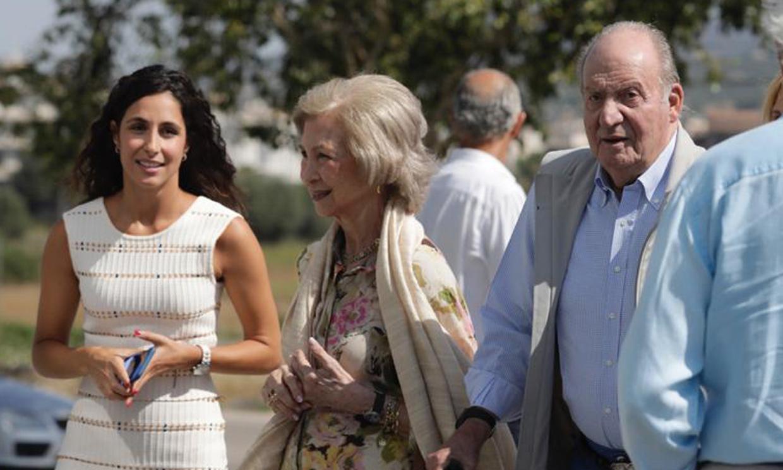 Mery Perelló recibe a don Juan Carlos y doña Sofía en la 'Rafa Nadal Academy'