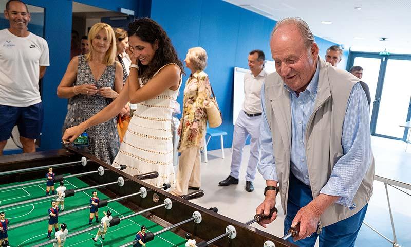 ¿Quién habrá ganado? La divertida partida de futbolín de don Juan Carlos y Mery Perelló