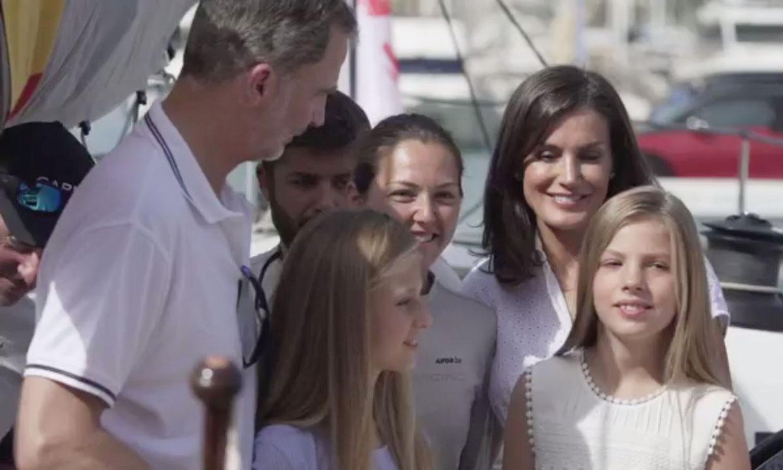 El significativo gesto de la reina Letizia con la única regatista a bordo del 'Aifos 500'