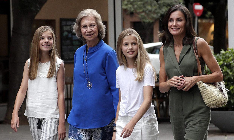 La reina Sofía repite tarde de cine, esta vez con doña Letizia, Leonor y Sofía
