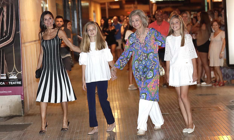 Doña Letizia y sus hijas, nueva escapada cultural con doña Sofía para disfrutar del ballet