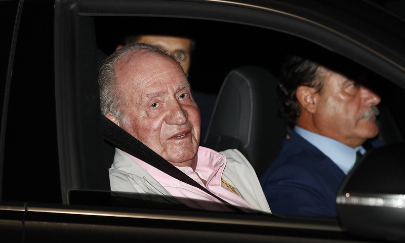Don Juan Carlos ya ha ingresado en el hospital