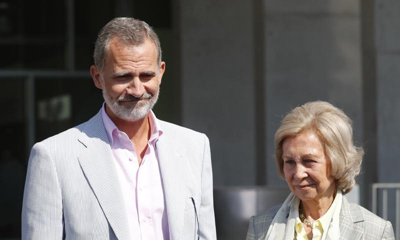 Felipe VI y doña Sofía hablan de la operación del Rey: 'Estamos muy contentos, todo perfecto'