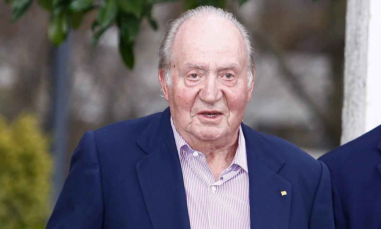 Don Juan Carlos, con buen ánimo, 'ya se ha levantado y ha comenzado a ingerir alimentos'