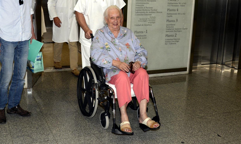 La infanta Pilar recibe el alta hospitalaria: 'Este doctor me ha salvado la vida'