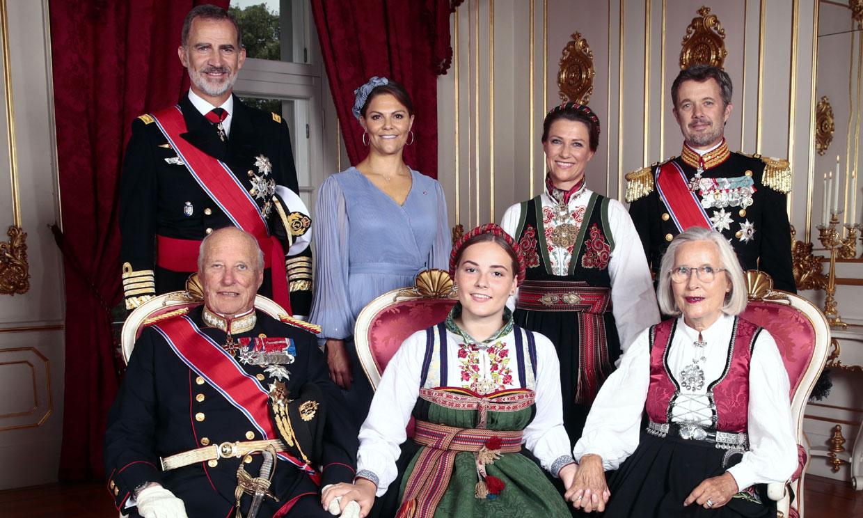El regalo de confirmación de Felipe VI a su ahijada Ingrid de Noruega: un brazalete 'para una chica joven'