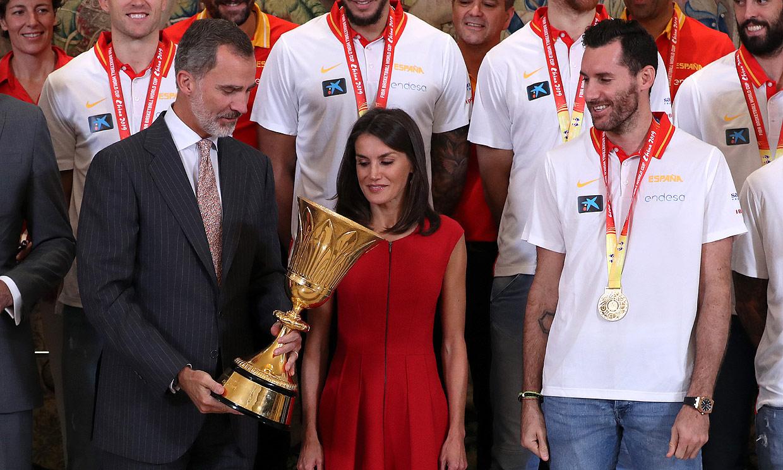 Los Reyes reciben a la triunfadora Selección Española de baloncesto