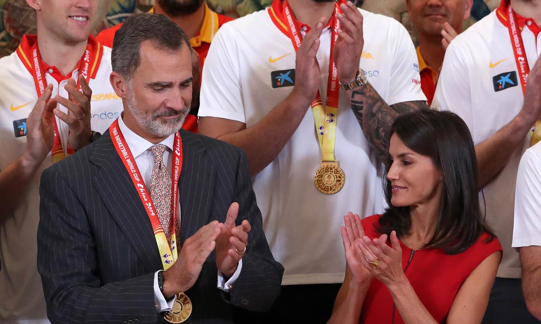 La broma de don Felipe que hizo reír a la Selección, la (casi) medalla de doña Letizia y el momento nunca antes mostrado por Casa Real