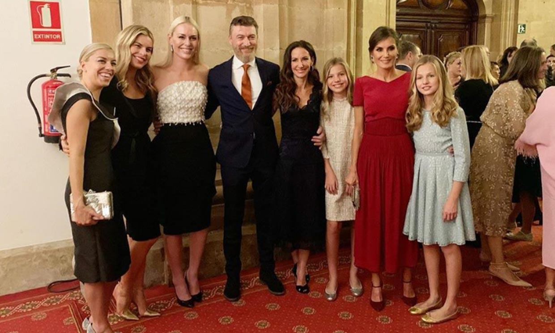 La foto de familia de la reina Letizia con su hermana Telma y su novio