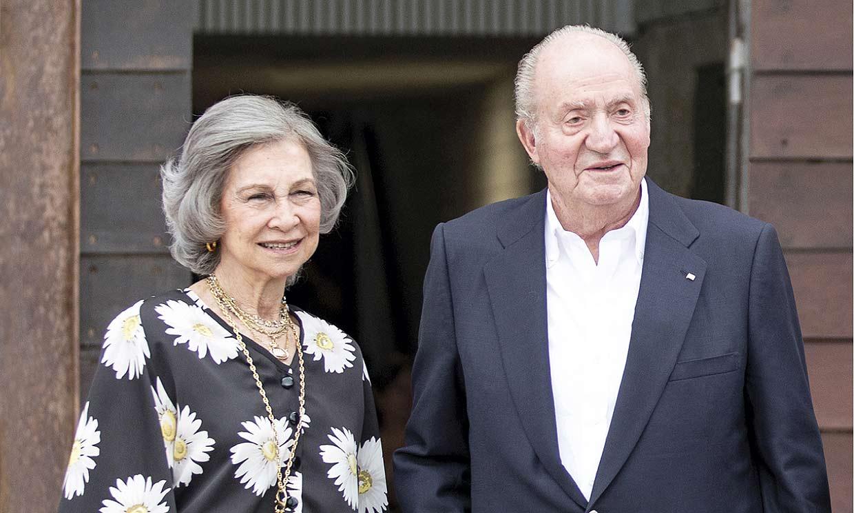 Don Juan Carlos y doña Sofía posan de nuevo juntos en su postal navideña
