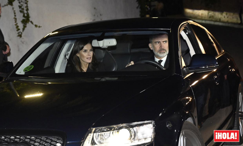 Los reyes Felipe y Letizia visitan la capilla ardiente de la infanta Pilar