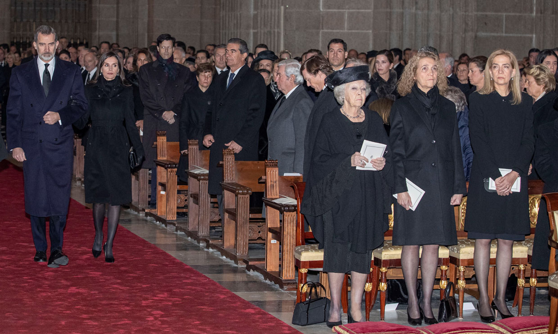 El reencuentro de los reyes Felipe y Letizia con don Juan Carlos, doña Sofía y las infantas Elena y Cristina