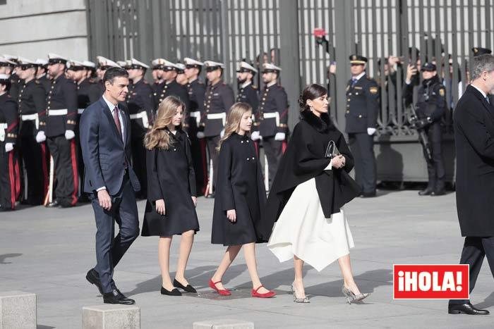 https://www.hola.com/imagenes/realeza/casa_espanola/20200203159573/reyes-felipe-letizia-princesa-leonor-infanta-sofia-apertura-legislatura/0-777-467/reyesllegada-junco-z.jpg