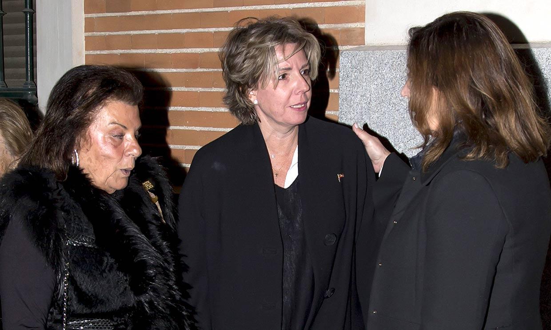 Familiares y amigos de doña Pilar le dan un último adiós en el funeral organizado por el rastrillo 'Nuevo Futuro'