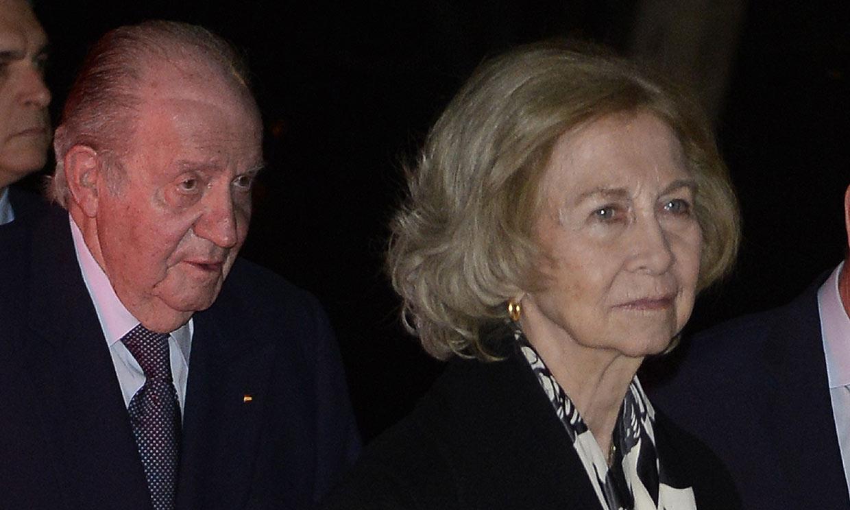 Don Juan Carlos y doña Sofía arropan a la familia de Plácido Arango