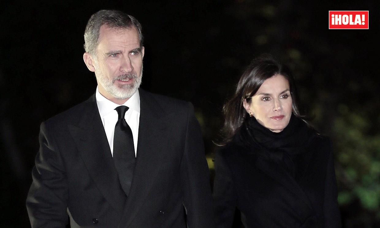 Don Felipe y doña Letizia arropan a la familia de Plácido Arango en un funeral lleno de caras conocidas